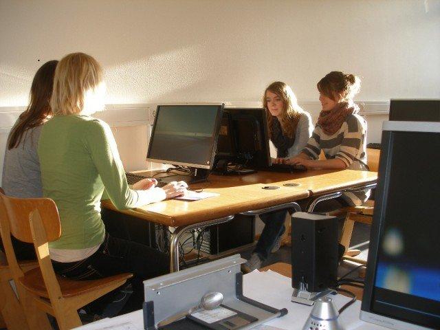 Schülerarbeitsplatz im Computerraum
