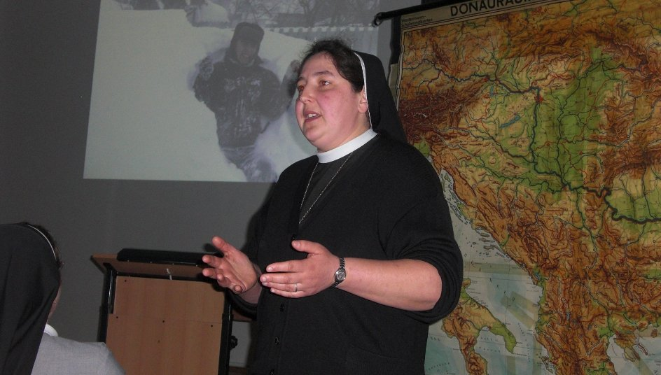 """Schwester Carmen Tereza Rusu berichtet über das Projekt """"Haus der Zukunft"""" in Schineni."""