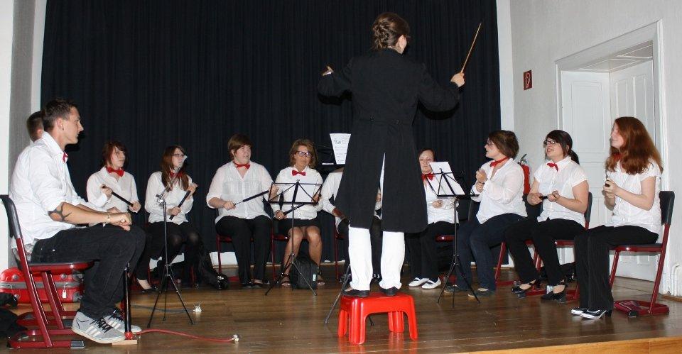 Das Luftpumperorchester begeisterte auf der Entlassfeier der staatlich anerkannten Erzieher/innen. (Foto: SMMP/Richter)