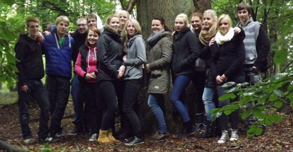 Der Unterkurs der Sozialhelfer erlebte am Waldaktionstag den Wald mit allen Sinnen. (Foto: SMMP/Hartmann)