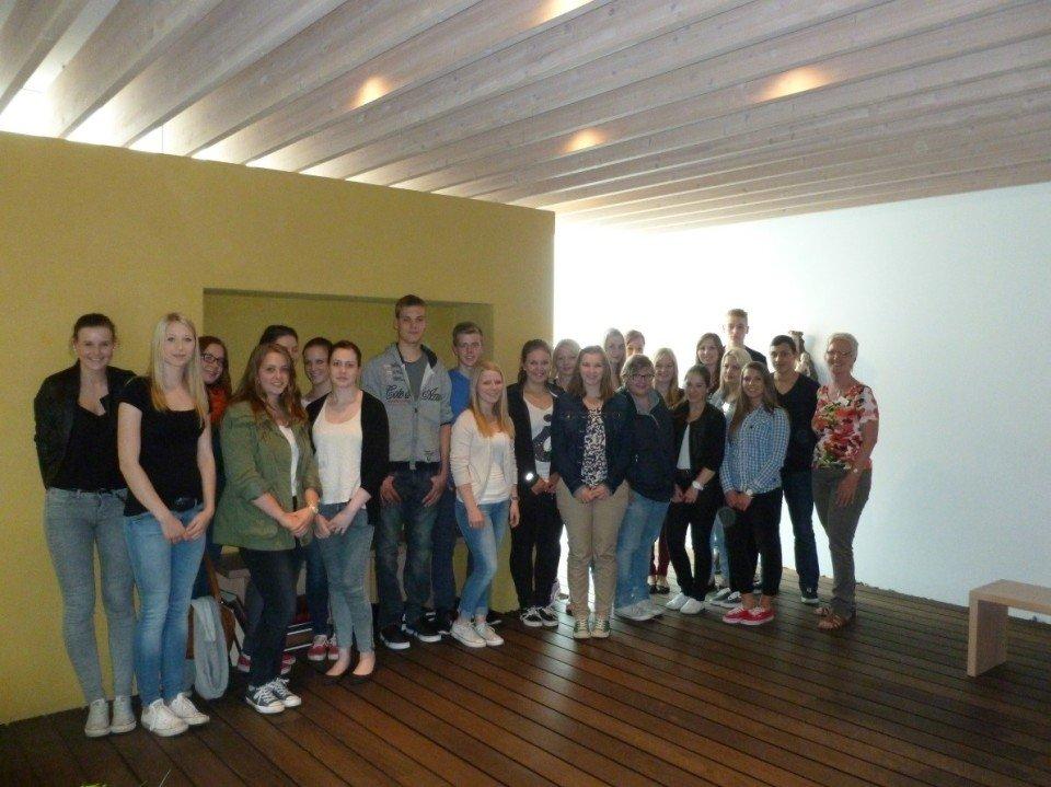 Schülerinnen und Schüler der FOS 11 A + B des Berufskollegs Canisiusstift zu Gast im Elisabeth Hospiz Stadtlohn (Foto SMMP)