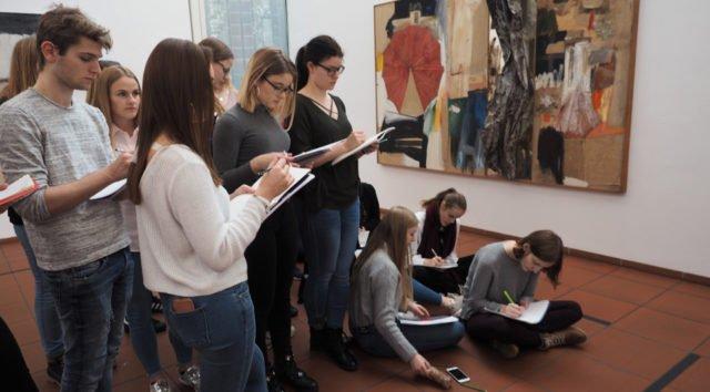 Vor dem Abitur nochmals Konzentration auf Künstler und deren Werke. (Foto: SMMP/Müller)