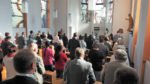Zahlreiche Gäste feierten die Eucharistiefeier in der Kapelle des Canisiusstiftes mit.