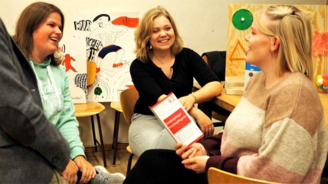 Auch unsere Schüler*innen beraten, informieren und motivieren am zweiten Informationsabend zum Schuljahr 2019/20. (Foto: SMMP/Müller)