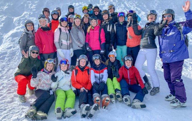 Viel Spaß hatten die angehenden Abiturienten aus den Leistungskursen Sport und Biologie bei dem Skiprojekt im Zillertal. Foto: SMMP