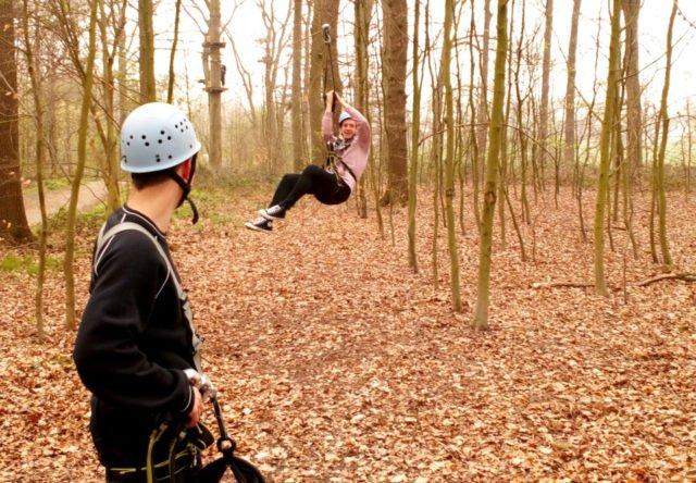 Adrenalinkick beim Seilrutschen aus 12 Metern Höhe. (Foto: SMMP/Passerschröer)