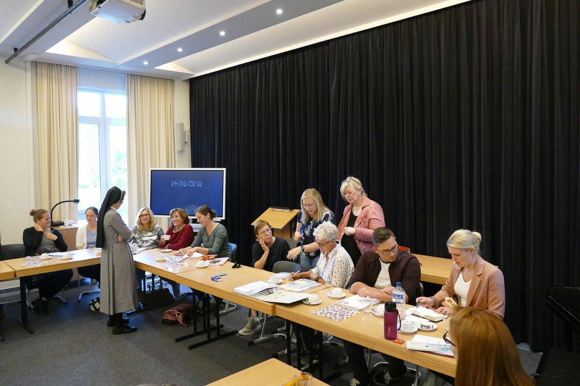 reger Austausch beim Treffen aller an der praxisintegrierten Ausbildung Beteiligten im BK Canisiusstift (Foto SMMP)