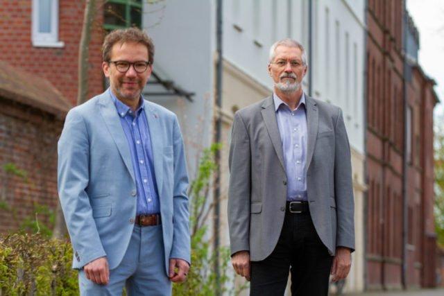 Geschäftsführer Andreas Pfläging (l.) begrüßt Detlef Katzki als neuen Leiter der Bildungsakademie Canisiusstift. Ausbildungsbeginin ist am 1. Oktober. Foto: SMMP/Ulrich Bock