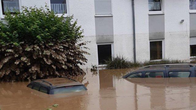 Das Lebenshilfehaus in Sinzig steht am Morgen des 15. Juli unter Wasser. Foto: Lebenshilfe Ahrweiler